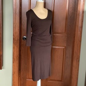 Fitted scoop neck maternity dress.